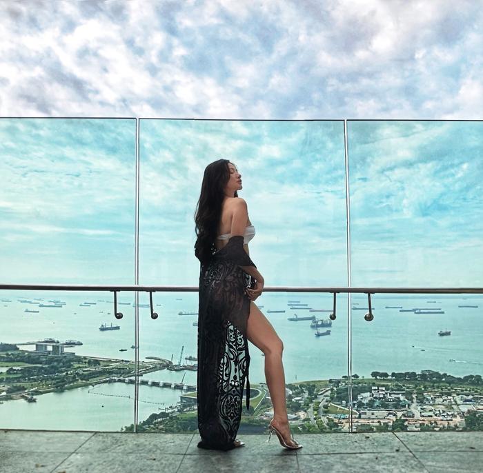 Marina Bay Sands là một địa điểm du lịch vô dùng hấp dẫn hội tụ rất nhiều những công trình kiến trúc nổi tiếng và đặc sắc của Singapore.