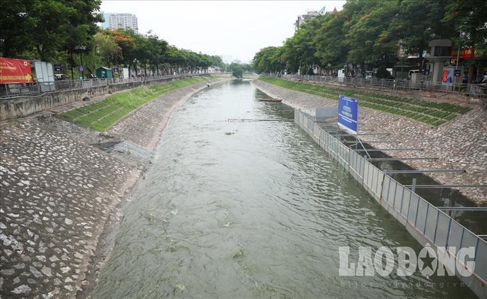 Đoạn sông Tô Lịch thí điểm làm sạch bằng công nghệ Nhật Bản. Ảnh: Hà Phương.