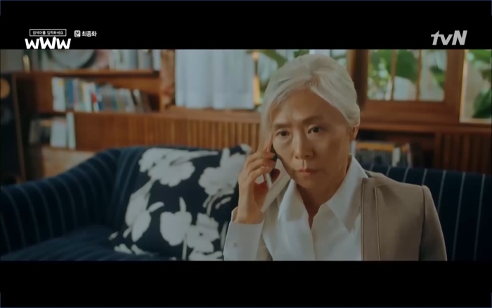 Chủ tịch KU cố gắng tìm Ga Kyung để ngăn chặn tiết lộ tội của mình.