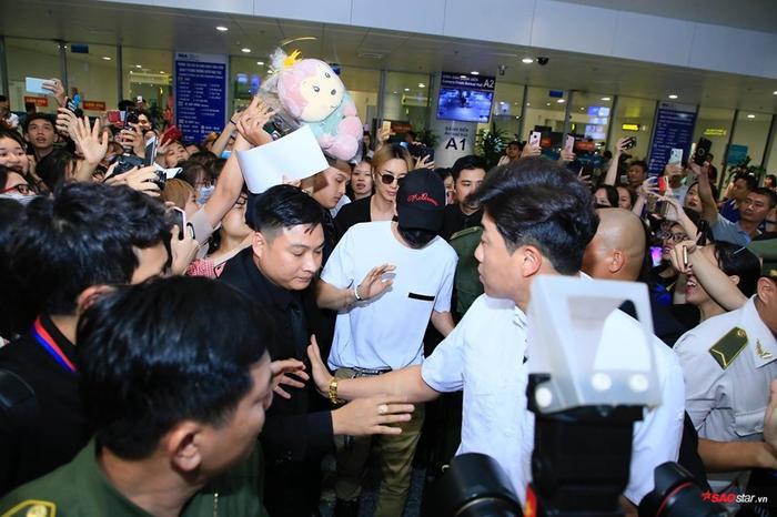Hai thành viên Suju đã có mặt ở sân bay Nội Bài.