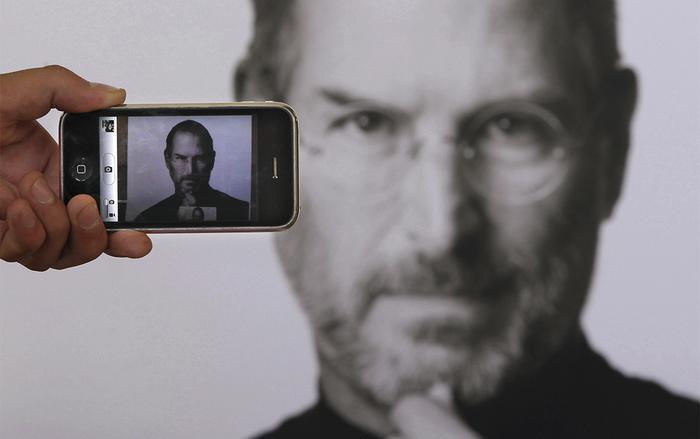 Vì iPhone, Steve Jobs và nhiều nhân sự khác tại Apple đã phảiđánh đổi cả cuộc sống của bản thân và gia đình. (Ảnh: Thesun)