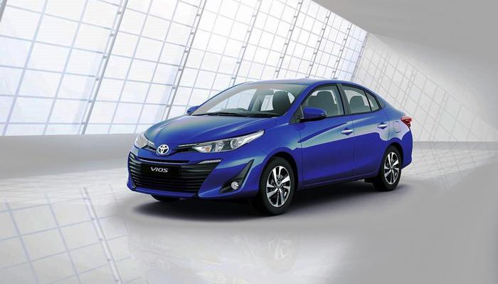 Toyota Vios có 3 phiên bản là Vios E MT giá 490 triệu đồng, Vios E CVT giá 540 triệu đồng và Vios G CVT giá 570 triệu đồng.