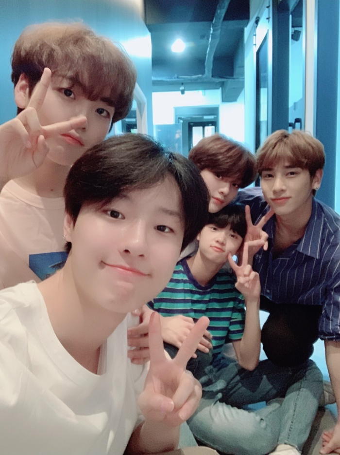 Cho Seung Yeon, Song Hyung Jun, Cha Jun Ho, Lee Han Kyul, Son Dong Pyo.