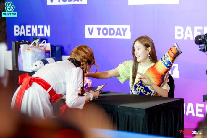 Hyomin tỏ ra khá thích thú với lần gặp gỡ đặc biệt như vậy