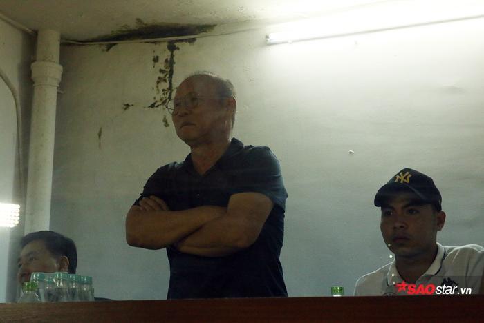 Đáng chú ý, tiền vệ Phạm Đức Huy cũng được HLV Park cho vào phòng xem cùng.