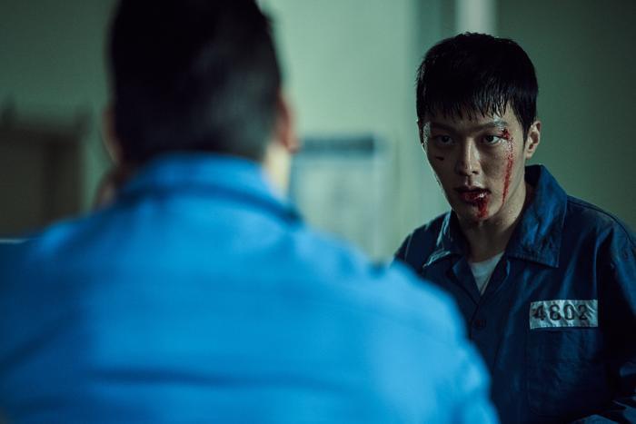 Jang Ki Yong ngầu lòi  Kim Ah Joong đốt mắt người xem với thân hình quyến rũ trong Bad Guys: The Movie ảnh 2