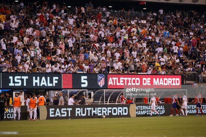 Sau đó, hiệp 1 của trận đấu chứng kiến thêm 3 lần lưới của Thibaut Coutoirs rung lên. Diego Costa ghi thêm 2 bàn, tiền đạo vào sân thay người Correa cũng có cho mình một pha lập công.