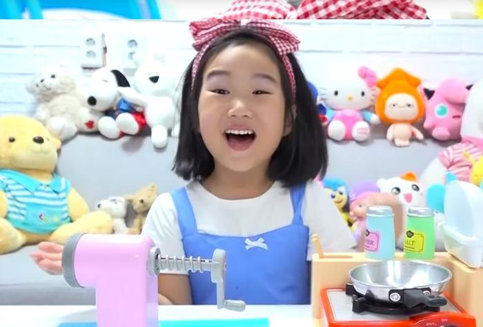 Boram trong một đoạn video trên YouTube.