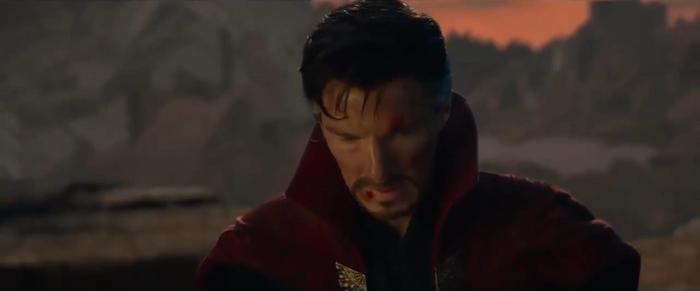 Doctor Strange cũng rất kìm nén để nói lời tạm biệt người đồng đội.