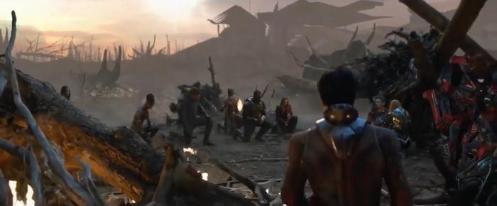 Nhiền fan cho rằng cảnh này khá tương đồng với cảnh đám tang, nên phía sản xuất mới cắt bớt để tránh dư thừa.