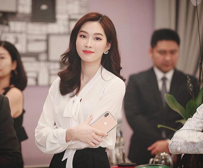Hoa hậu Thu Thảo khiến fan phải thốt lên bất ngờ khi cắt tóc ngắn xinh như gái 18