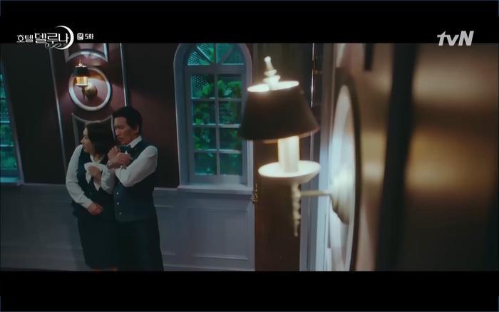 Phim Hotel Del Luna tập 5: IU nổi trận lôi đình khi Yeo Jin Goo dám đồng ý kết hôn với hồn ma ảnh 12