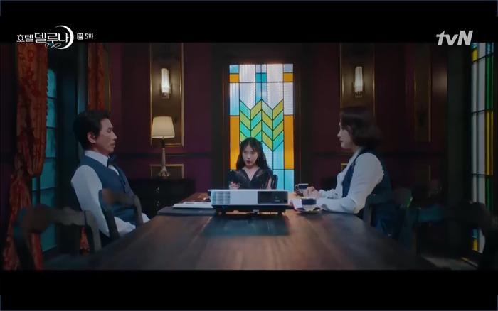 Phim Hotel Del Luna tập 5: IU nổi trận lôi đình khi Yeo Jin Goo dám đồng ý kết hôn với hồn ma ảnh 15