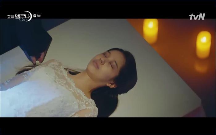 Phim Hotel Del Luna tập 5: IU nổi trận lôi đình khi Yeo Jin Goo dám đồng ý kết hôn với hồn ma ảnh 17