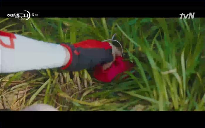 Phim Hotel Del Luna tập 5: IU nổi trận lôi đình khi Yeo Jin Goo dám đồng ý kết hôn với hồn ma ảnh 27