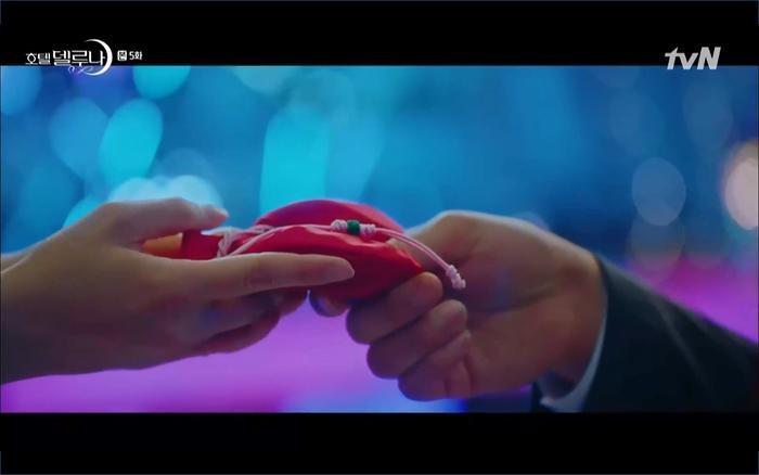 Phim Hotel Del Luna tập 5: IU nổi trận lôi đình khi Yeo Jin Goo dám đồng ý kết hôn với hồn ma ảnh 34