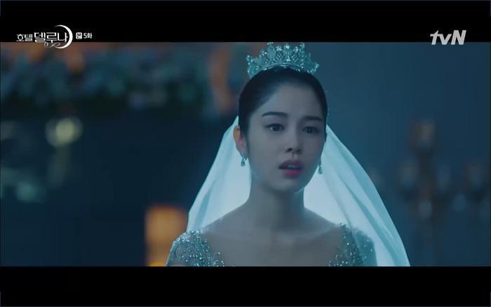 Phim Hotel Del Luna tập 5: IU nổi trận lôi đình khi Yeo Jin Goo dám đồng ý kết hôn với hồn ma ảnh 44