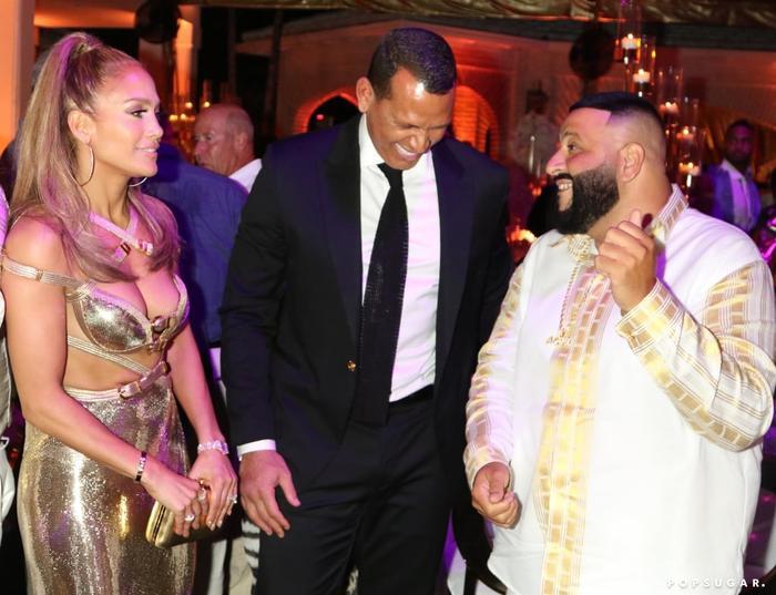 Jennifer Lopez diện váy xẻ bạo khoe vòng một đẫy đà trong sinh nhật thứ 50 ảnh 4