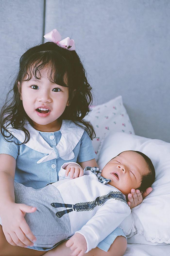Hai đứa con xinh như thiên thần của vị CEO.