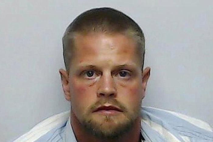 Hắn cũng từng nổ súng bắn cả người thân trong cơn phê ma túy.