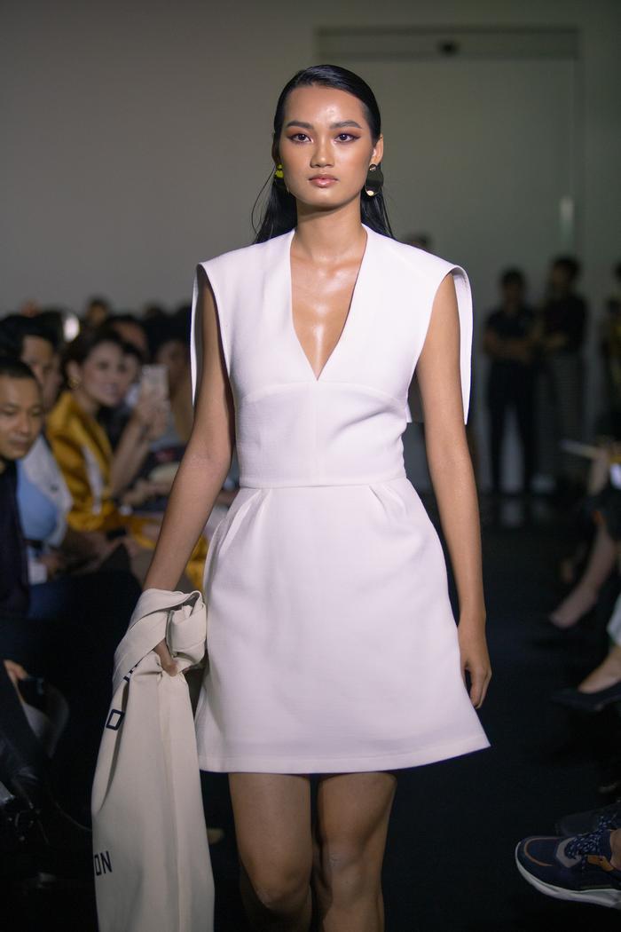 Siêu mẫu Quỳnh Hoa, Chúng Huyền Thanh đội mưa gió đến xem show diễn đầu tay của Mâu Thủy ảnh 8