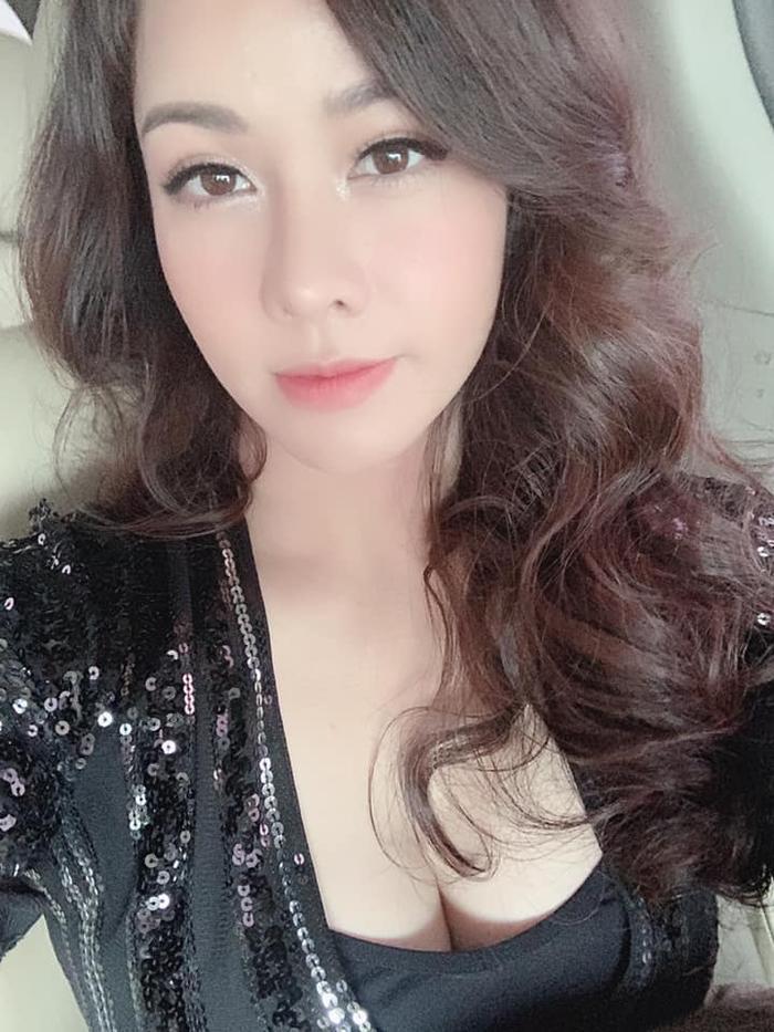 Không riêng gì người hâm mộ mà các nghệ sĩ đồng nghiệp của Nhật Kim Anh cũng hay thể hiện sự quan tâm và khích lệ nữ ca sĩ mạnh mẽ vượt qua giai đoạn khó khăn này.