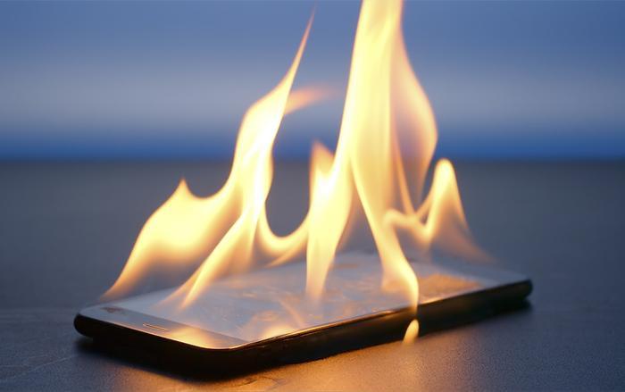 Cả iPhone và điện thoại Android đều được thiết kế để hoạt động trong nhiệt độ môi trường từ 0° - 35° C, và cất giữ trong nhiệt độ từ -20° và 45° C.