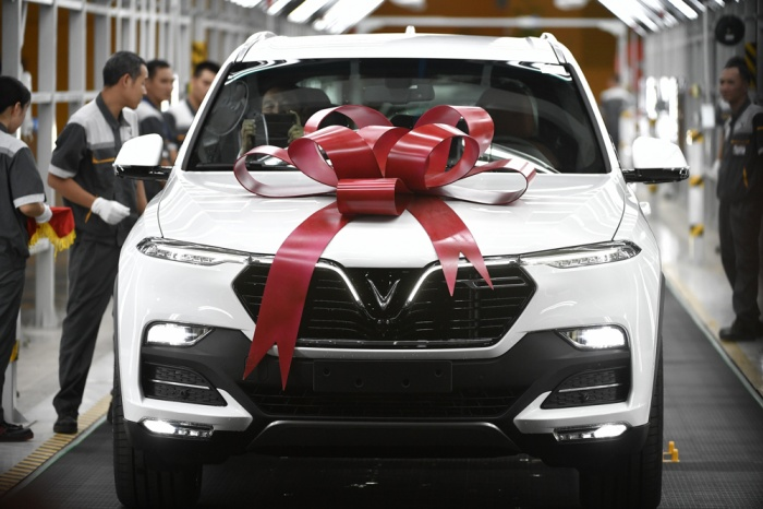 Những chiếc xe VinFast đầu tiên chính thức xuất xưởng.