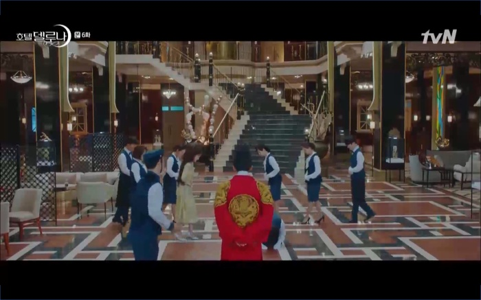 Phim Hotel Del Luna tập 6: IU ghen và giận dỗi vì Yeo Jin Goo gặp bạn gái cũ ảnh 11