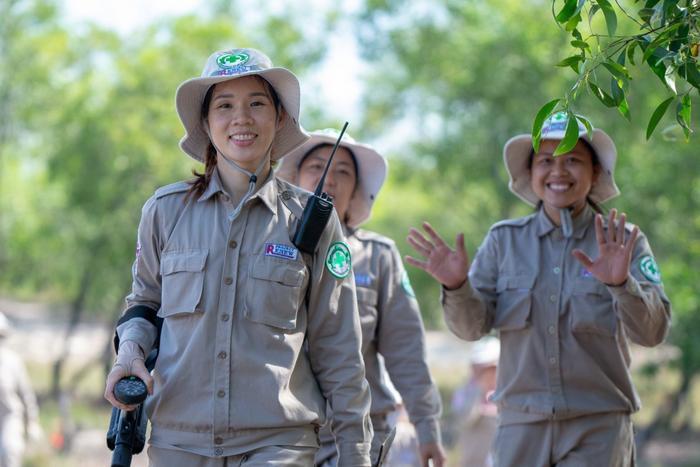 Lê Thị Hoa và công việc đem lại bình yên cho xóm làng.