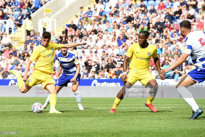 """Mason Mount đã ghi điểm tuyệt đối trong mắt HLV Lampard. Bên cạnh đó, anh cũng ghi điểm trong mắt các CĐV khi có màn thể hiện xứng đáng với cái tên """"Tiểu Beckham"""" nhờ ngoại hình điển trai và lối chơi của mình."""