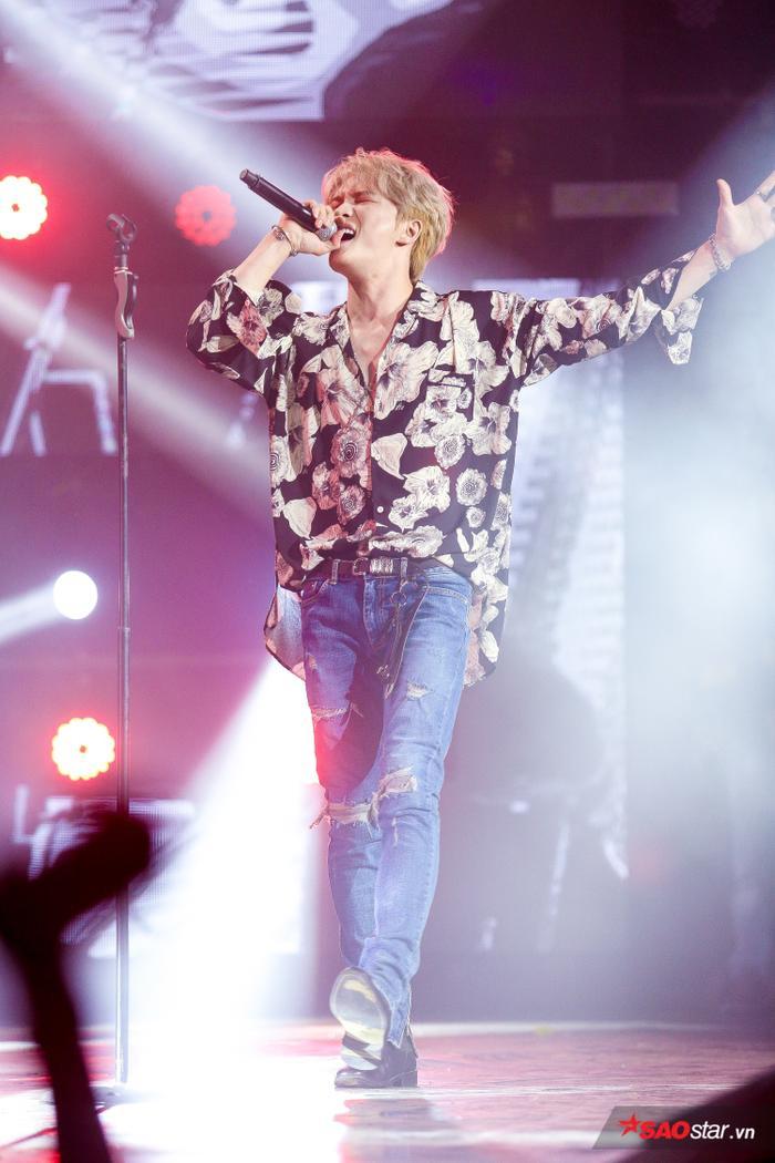 Jae Joong bùng nổ trên sân khấu.