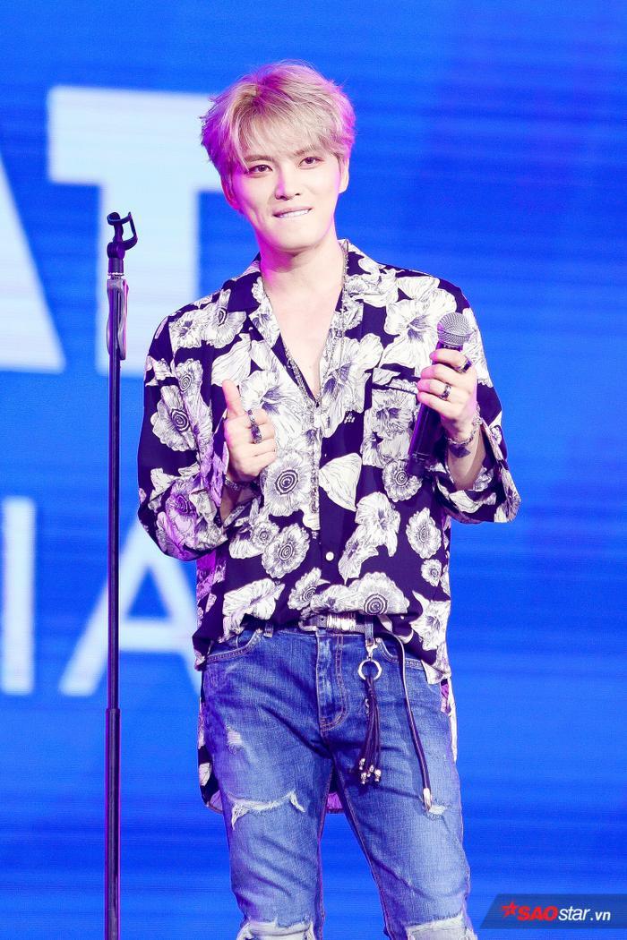 Jae Joong tại sân khấu đêm nhạc.