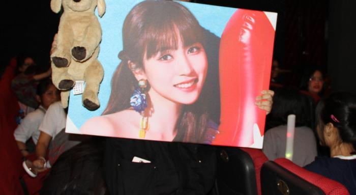 Mức đấu giá cao nhất thuộc về hình của Mina với giá là 6 triệu đồng.