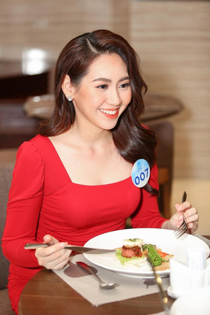 Huỳnh Ái Xuân từng vào Top 45 Hoa khôi sinh viên Việt Nam 2018, Top 5 Miss HUTECH 2019.