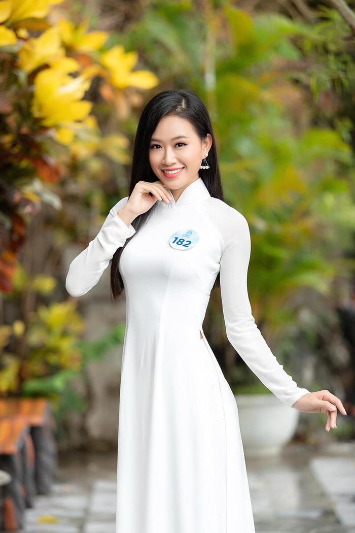 Thạch Thảo hiện là người mẫu tự do tại TP.HCM.