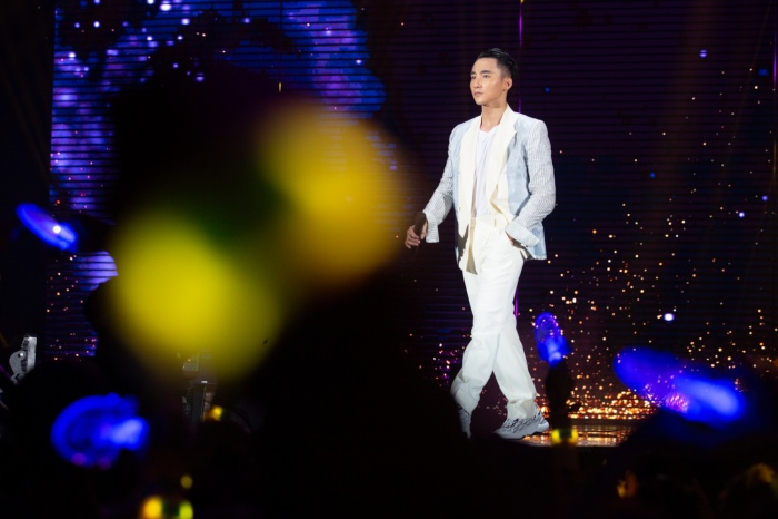 Sơn Tùng M-TP tại đêm diễn đầu tiên của Sky Tour 2019.