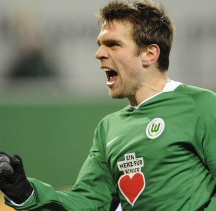 Sau đó, sự nghiệp của Misimovic lụi tàn vì những chấn thương liên tục. Năm 2010, anh rời Wolfsburg và lần lượt đầu quân cho Galatasaray (Thổ Nhĩ Kỳ), Dynamo Moscow (Nga) và Guizhou Renhe (Trung Quốc). Nhưng sau vòng 1 năm thi đấu tại Trung Quốc, CLB Guizhou Renhe đã thanh lý hợp đồng với Misimovic vì cầu thủ này không đáp ứng được yêu cầu chuyên môn. Hiện tại Misimovic thất nghiệp và chạy đôn chạy đáo đến tìm việc làm.