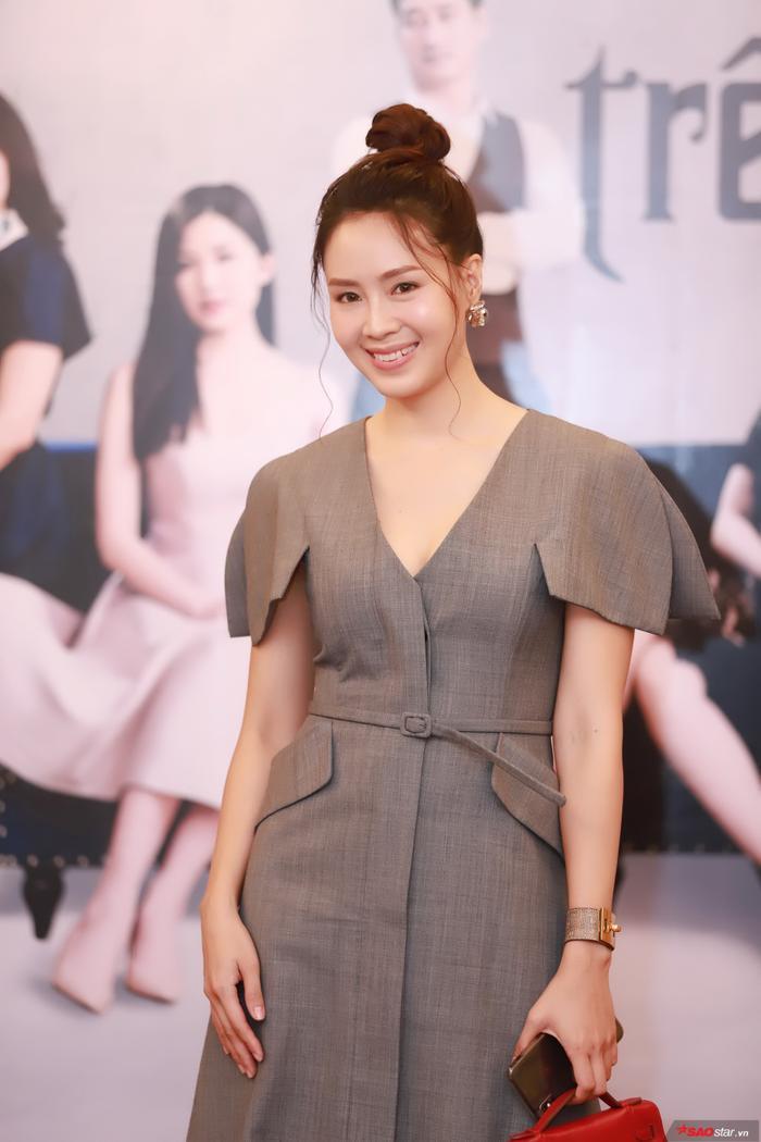 Nữ diễn viên Hồng Diễm vào vai Khuê trong phim.