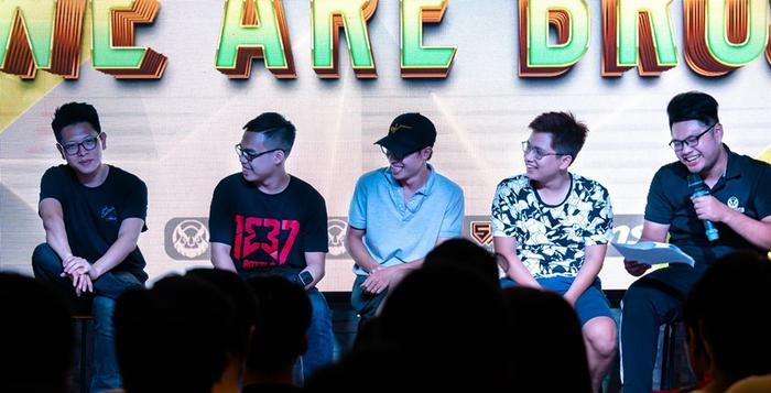 500Bros Studio luôn là lá cờ đầu của CS:GO Việt Nam. Ngoài những giải đấu lớn nhỏ của quốc tế được phát sóng chất lượng cao với bình luận tiếng Việt, đơn vị này còn có những con người luôn hết mình vì cộng đồng CS:GO Viêt Nam.