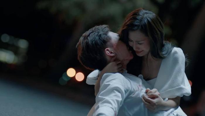 Đóng vai một cô gái yêu Erik từ thanh xuân cho đến lúc thay lòng đổi dạ, cô gái này đã nhận về nhiều sự khen ngợi cho diễn xuất.