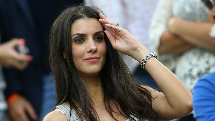 Không chỉ xinh đẹp, tài năng, người đẹp bóng đá Ludivine còn là một người vợ hiền, đảm đang.