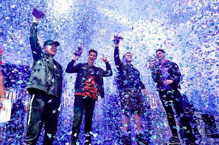 """Bên cạnh đó, còn rất nhiều người chơi khác cũng nhận được giải thưởng hàng nghìn USD. Ngay cả đội thắng giải nhất trong chế độ """"Creative"""" – hoàn toàn tách việt với các chế độ chuẩn """"Battle Royale"""" – cũng mang về 1,345 triệu USD cho một nhóm bốn người."""