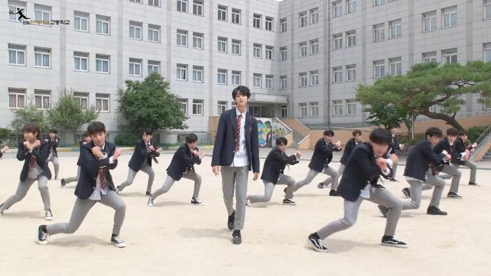 Produce X 101: Nam sinh trường trung học của Cho Seung Yeon  Cha Jun Ho dance cover X1-MA, center gây sốt là ai? ảnh 12