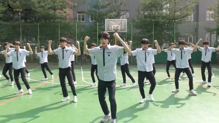 Produce X 101: Nam sinh trường trung học của Cho Seung Yeon  Cha Jun Ho dance cover X1-MA, center gây sốt là ai? ảnh 11