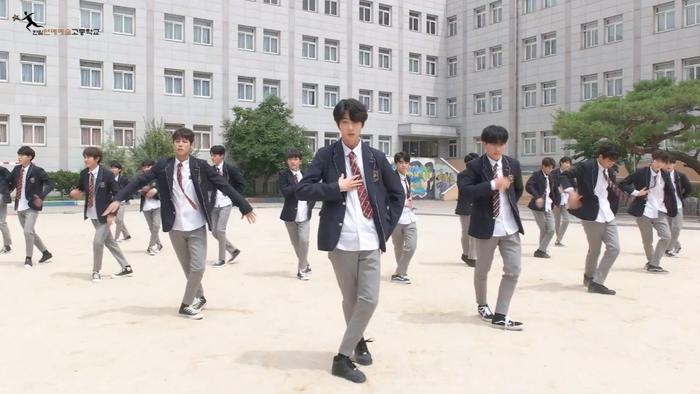 Produce X 101: Nam sinh trường trung học của Cho Seung Yeon  Cha Jun Ho dance cover X1-MA, center gây sốt là ai? ảnh 8