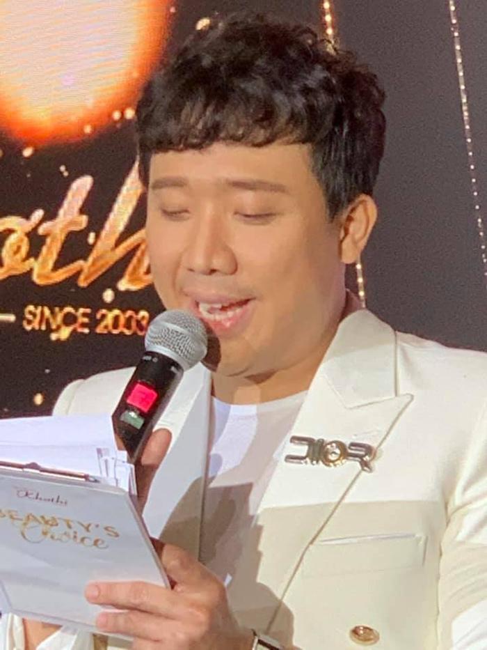 Đốt nhà đồng nghiệp như BB Trần: Hóng vợ chồng Trấn Thành  Hari Won 'xách mé' nhau ảnh 1