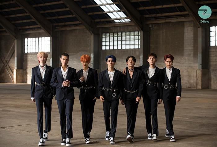 7 chàng trai Z-Boys gồm Mavin , Josh, Roy, Blink , Gai, Sid và Perry.