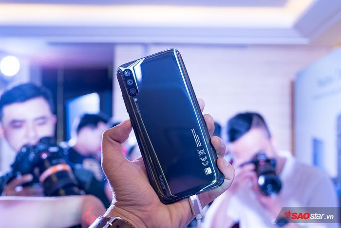 Xiaomi MI A3 gây chú ý nhờ được trang bị ba camera ở mặt sau với cảm biến chính 48MP.