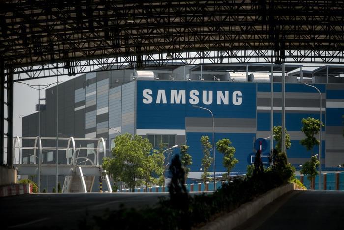Nhà máy Samsung tại Bắc Ninh. Một nửa số thiết bị smartphone được bán ra trên toàn cầu của Samsung sản xuất tại Việt Nam. (Ảnh: New York Times)